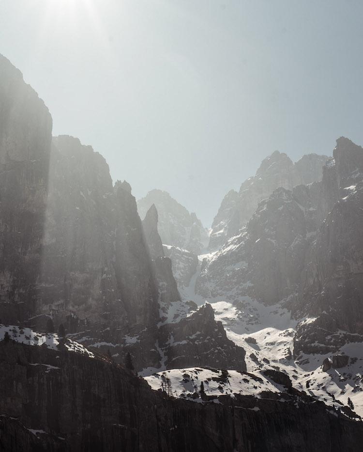 4 bergen in de dolomieten zonneschijn