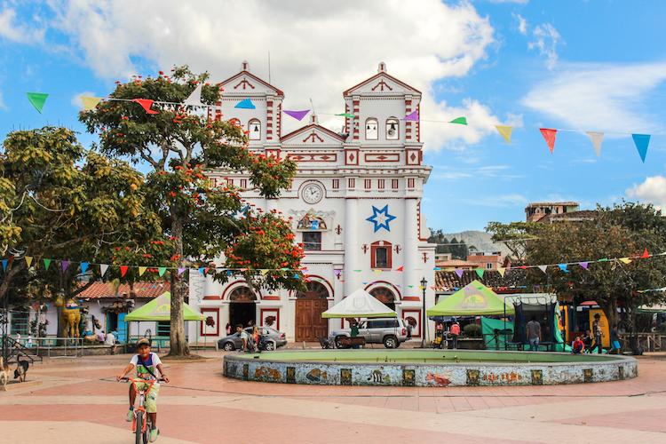 5 - COLOMBIA backpacken fotos kiki van dongen kerk