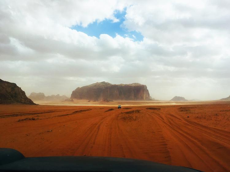 Aankomst wadi rum woestijn