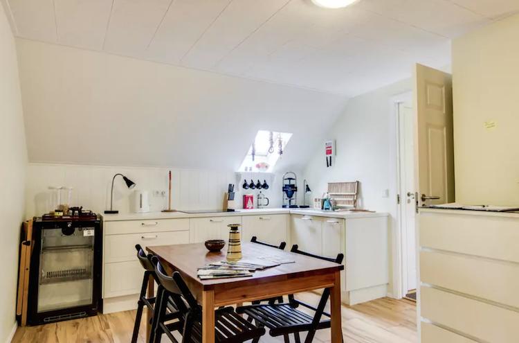 Airbnb IJsland Keuken Eldstó Art Cafe