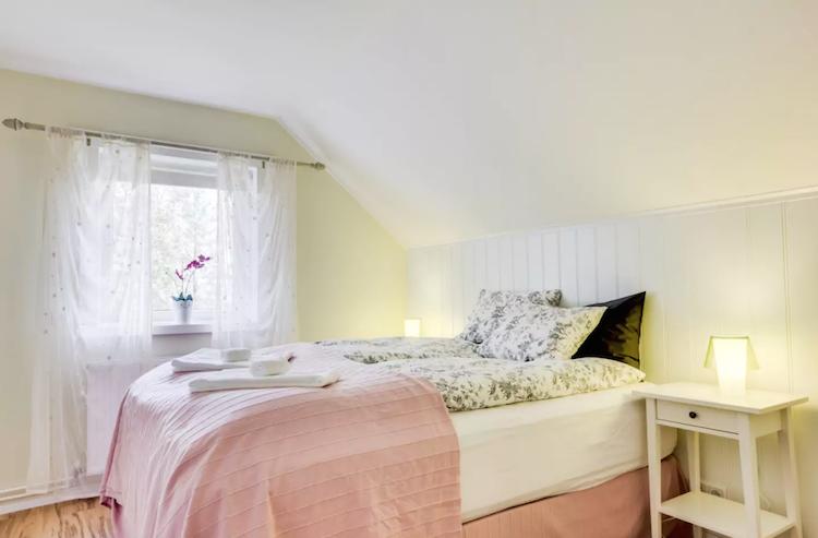 Airbnb IJsland Slaapkamer Eldstó Art Cafe
