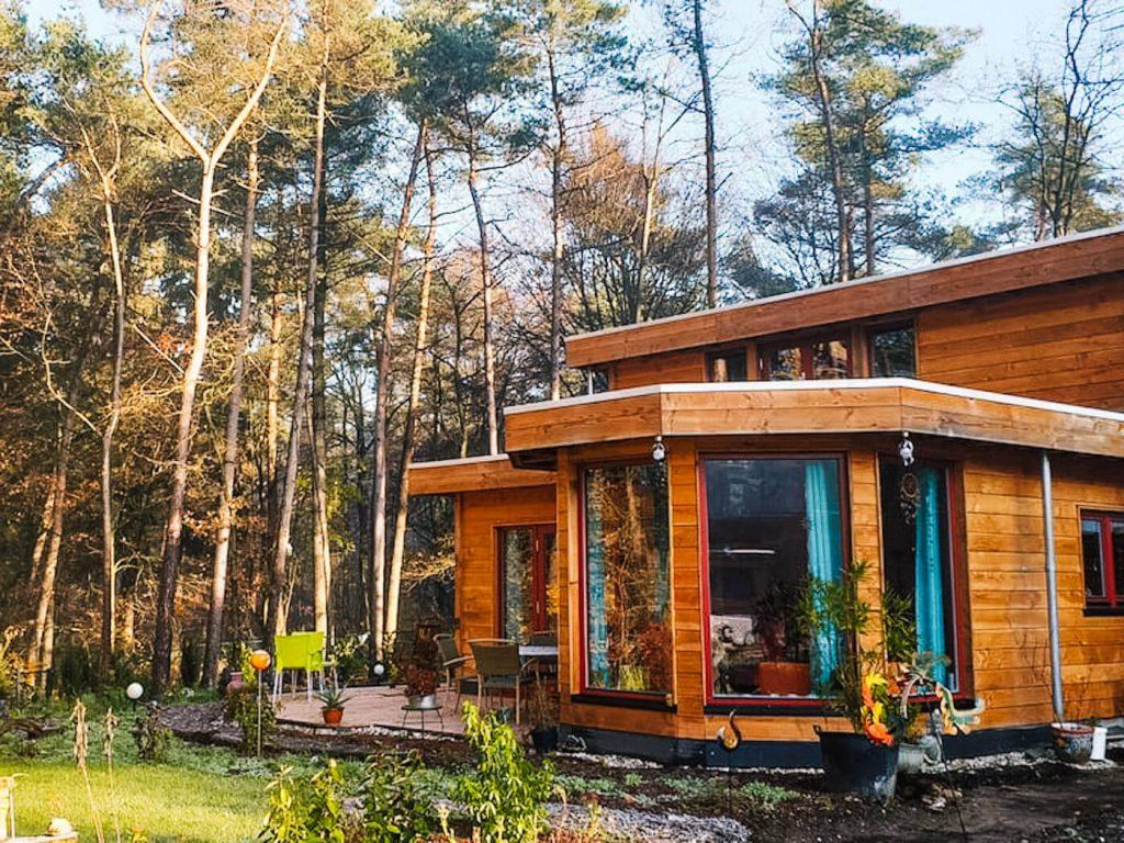 Airbnb Nijmegen slapen in het bos boshuis_
