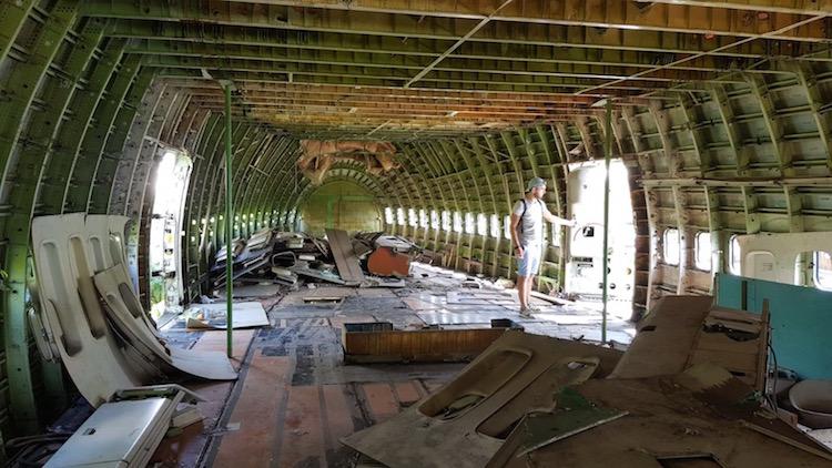 Airplane Graveyard binnenkant