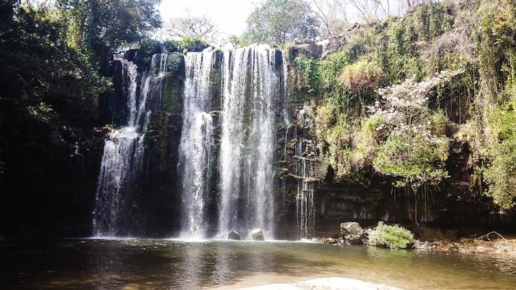 Alleen backpacken Costa Rica waterval Liberia - Llanos de Cortes