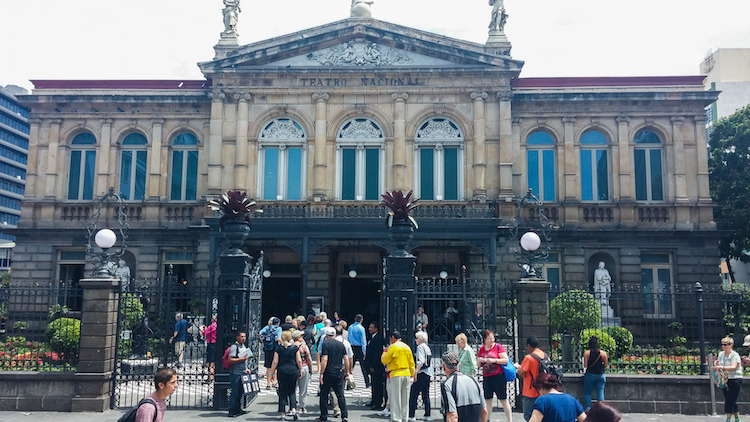 Alleen backpacken costa rica San Jose - Teatro Nacional