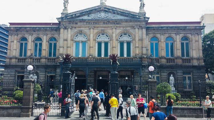 Alleen backpacken costa rica San Jose - Teatro Nacional