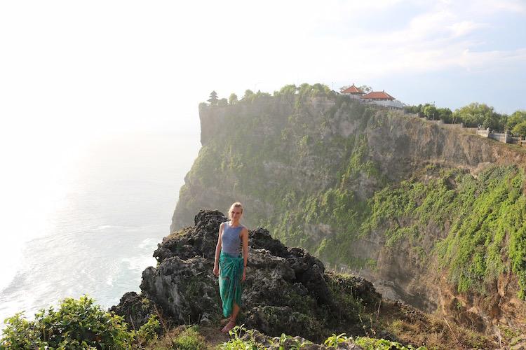 Alleen backpacken indonesie bali Irina in uluwatu bali