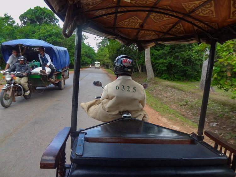 Angkor wat cambodja tour tuktuk
