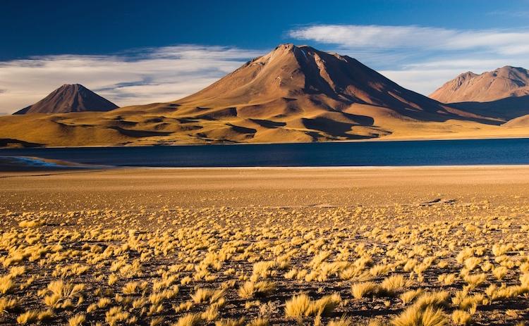 Volcan y Laguna Miscanti Atacama