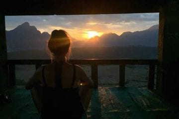 Backpacken in laos alleen zonsondergang