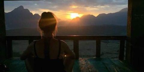 Backpacken in laos alleen zonsondergang