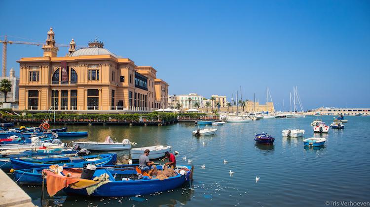 Bari-haven-kust-historische-gebouwen-italie