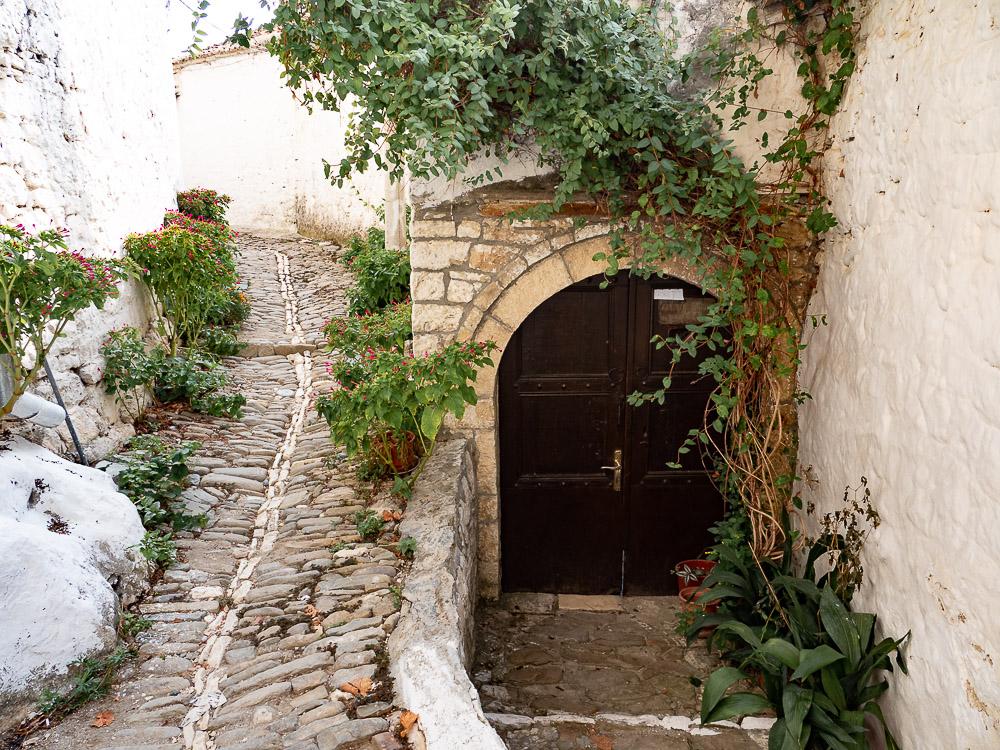 Berat Albanie street to Kala