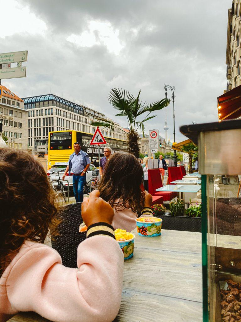 Berlijn ijsje eten met kids