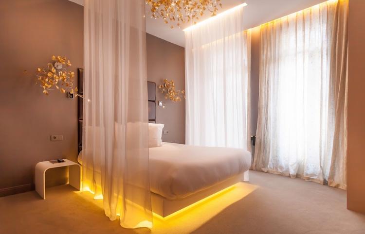 Bijzonder overnachten in Parijs in deze kamer van het Legend Hotel