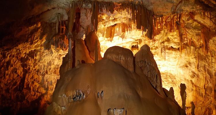 Binnen grotten van Postojna slovenie