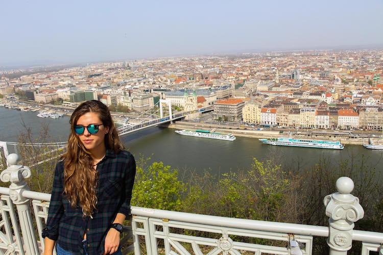 Boedapest uitzicht over de stad bergtop