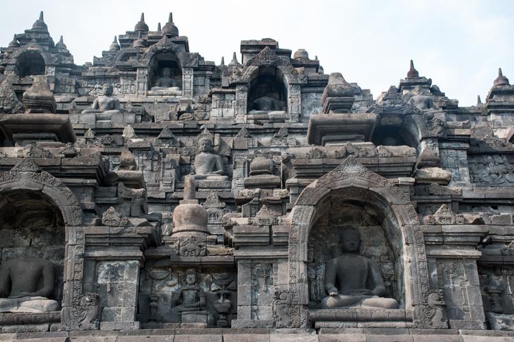 Borobudur tempel bezoeken yogyakarta java details_