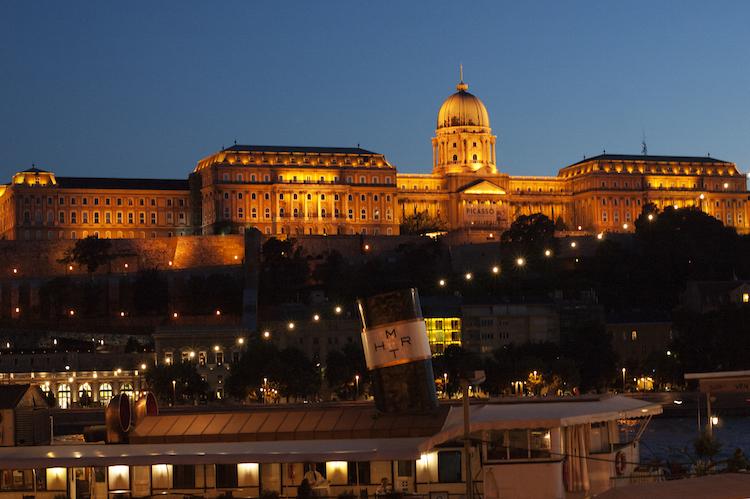 Budapest avondwandeling zomer langs donau