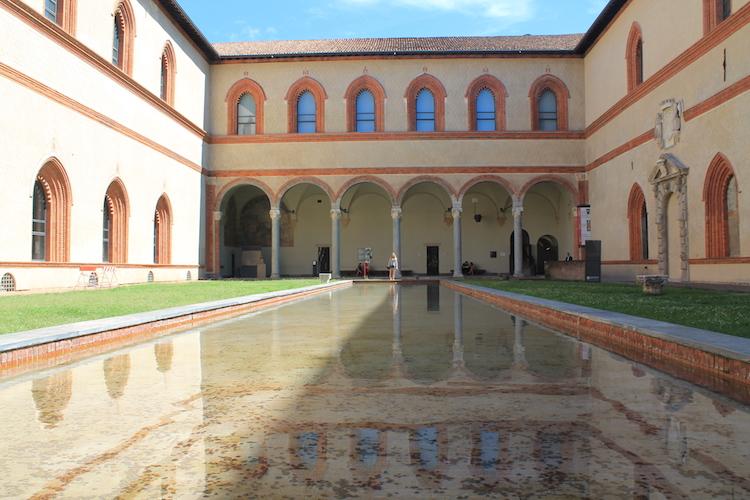 castello-sforzesco-binnen-in-milaan