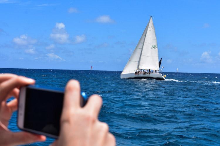 Chase the race antigua barbuda foto's maken