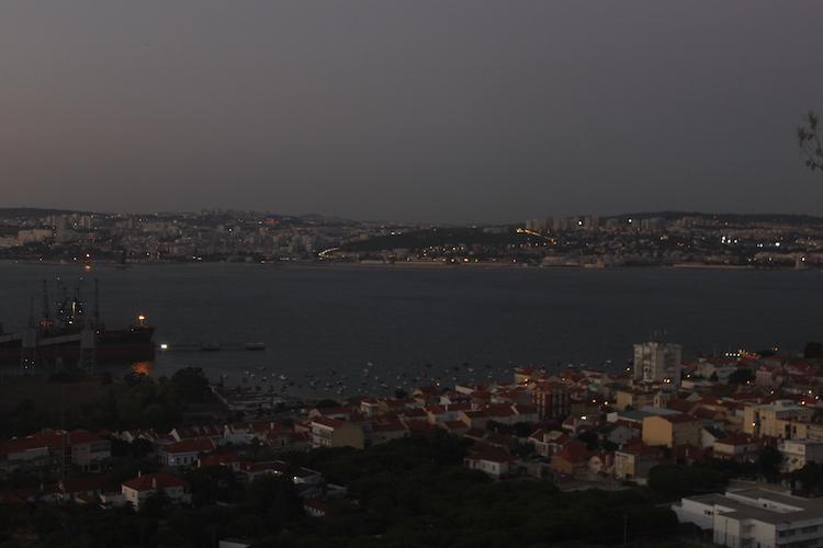 Costa da Caparica in de avond portugal