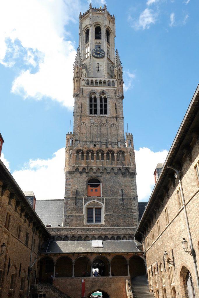 De markt Brugge citytrip bezienswaardigheid