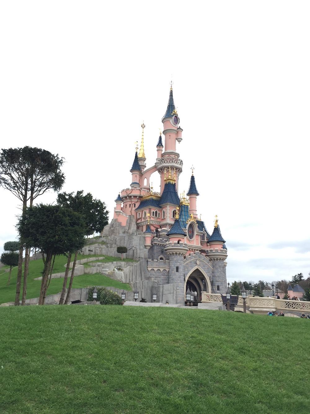 Disneyland parijs attracties roze kasteel