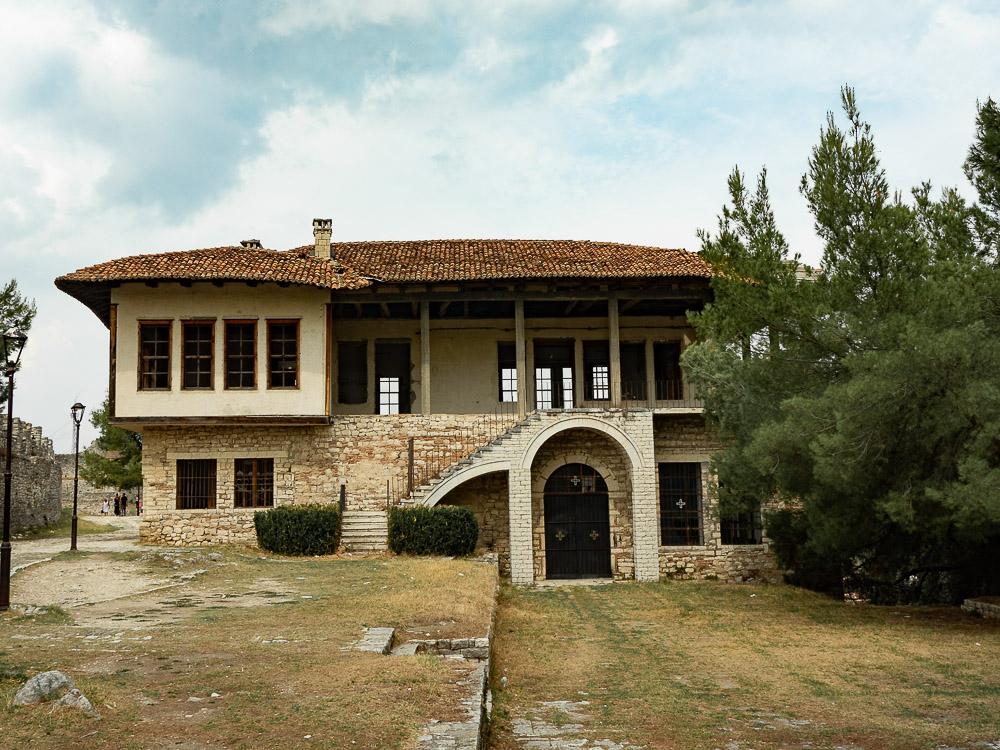 Doen in Berat Citadel