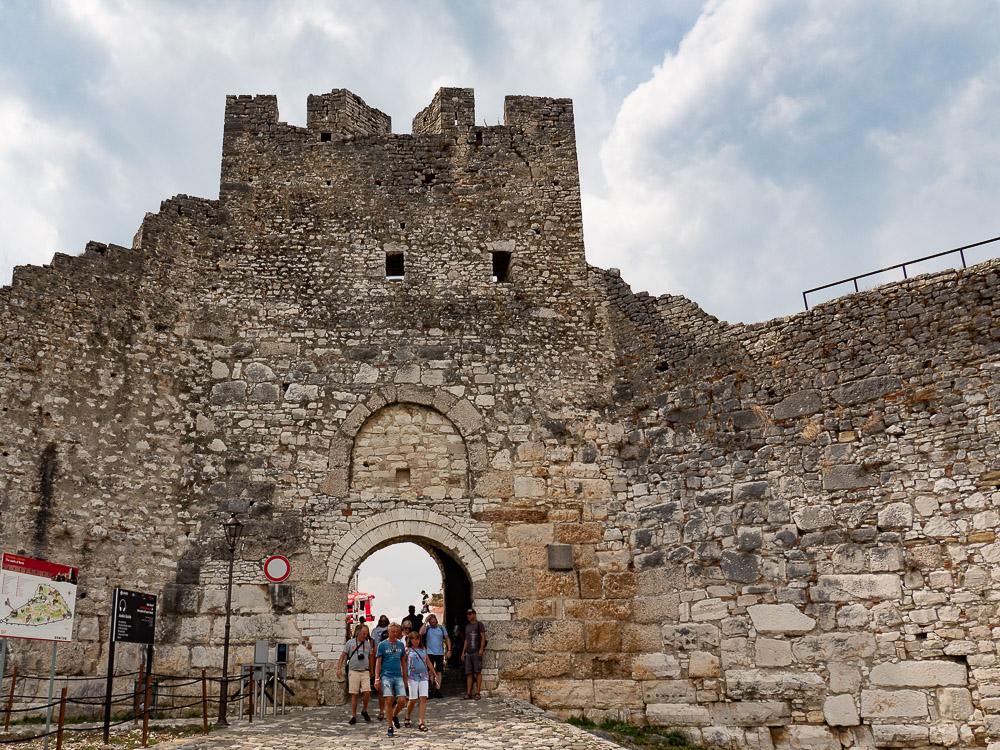 Doen in Berat ingang Citadel