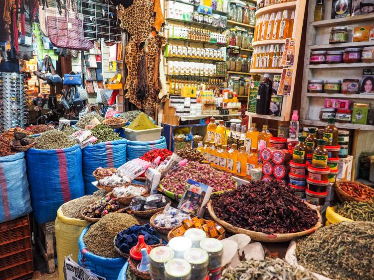 Doen in Marrakech omgeving markt souks