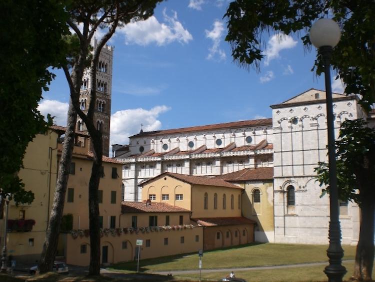 Doorkijkje Lucca Italie