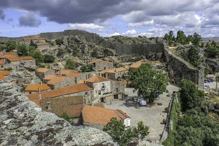 Dorpje Sortelha midden portugal