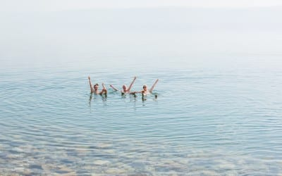 Drijven in de Dode Zee in jordanie