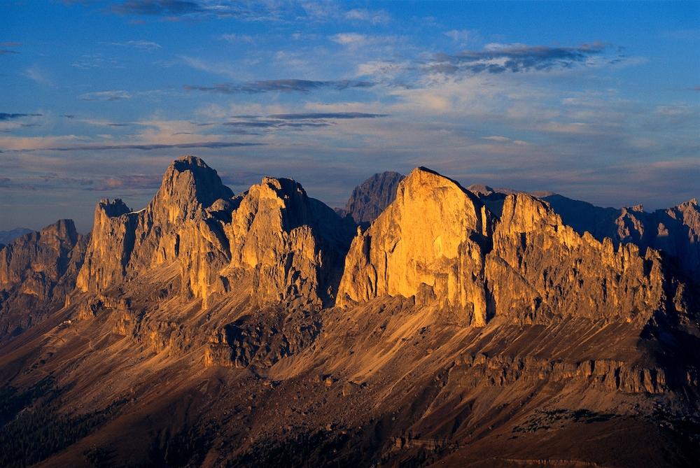 Pegunungan Alpen Rosengarten yang bercahaya