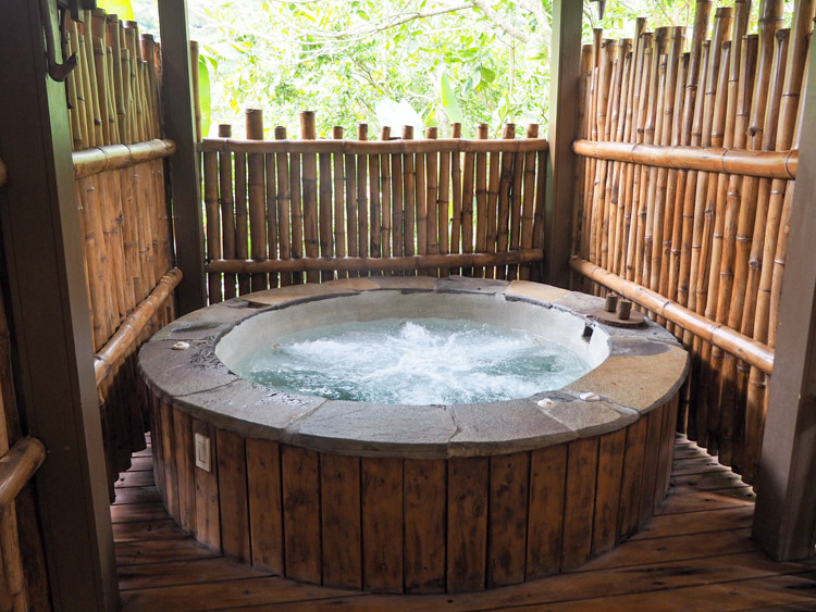 El Silencio Costa Rica hot tub