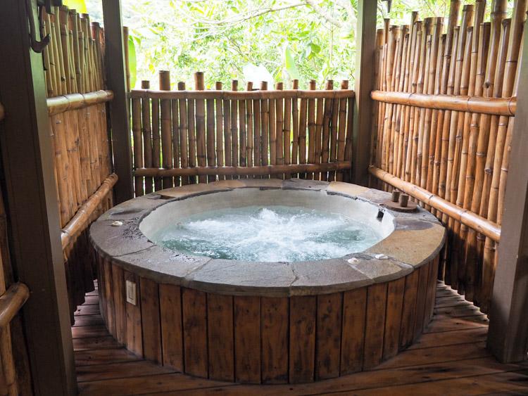 El Silencio Costa Rica hot tub