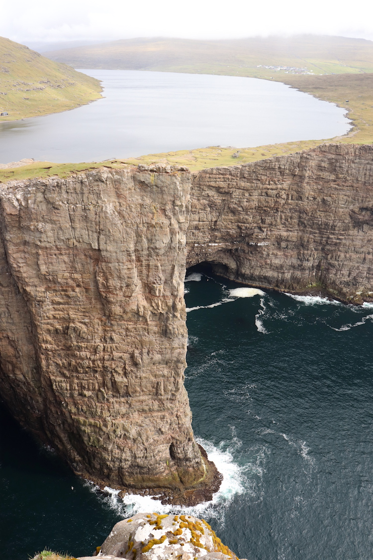 Floating Lake Faeröer Eilanden