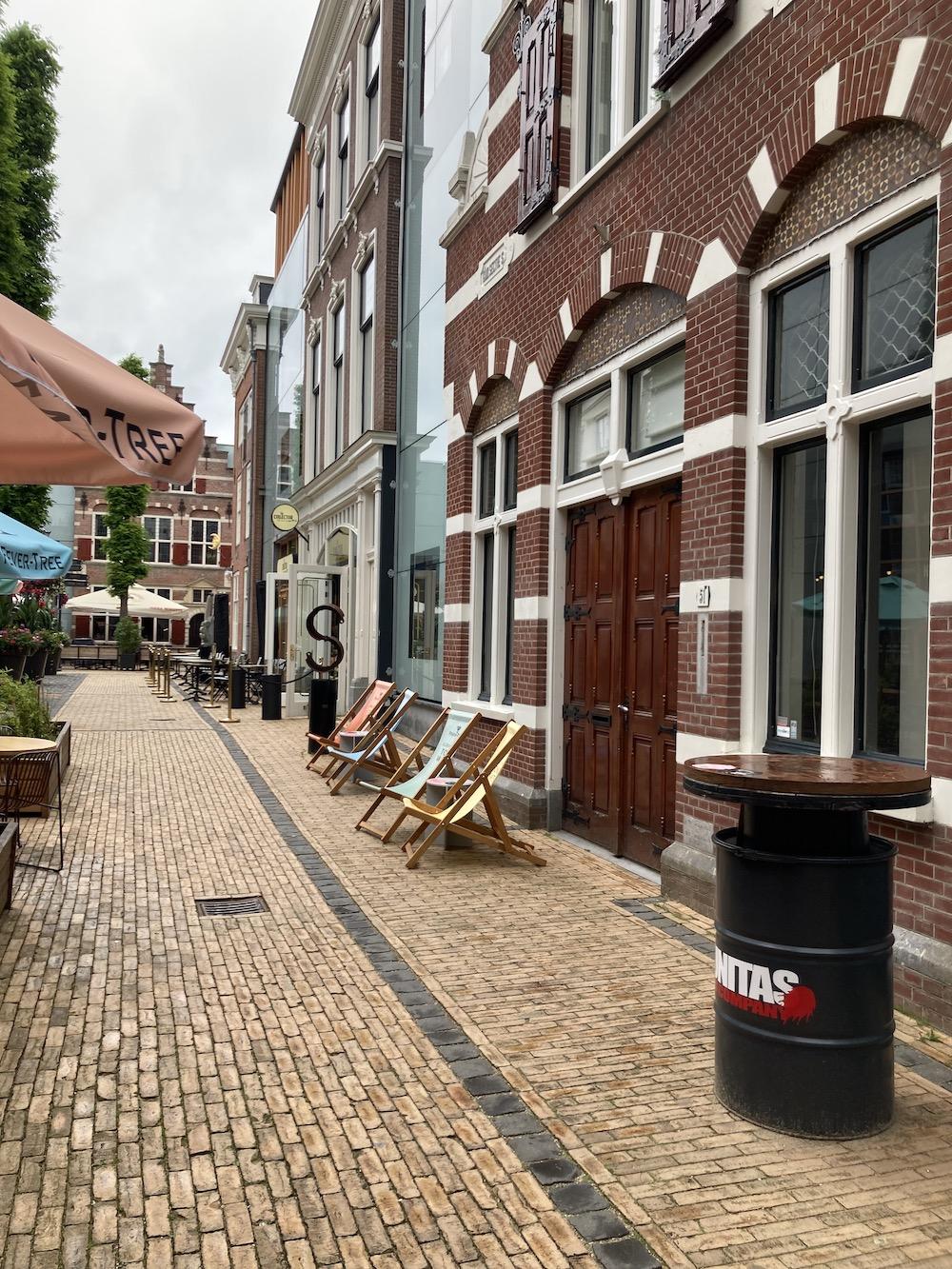 Foodhallen straatje in Den Haag