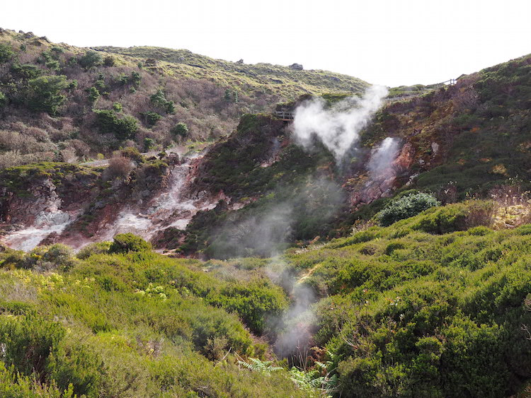 Furnas-do-Enxofre-in-azoren-terceira
