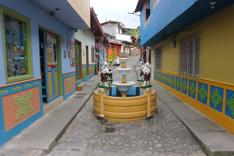 Guatape colombia backpacken route