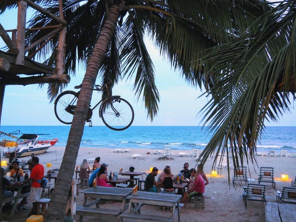 Hidden places Sri Lanka Uppuveli Fernando's bar