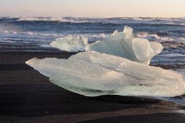 Jokulsarlon gletsjermeer zwarte strand