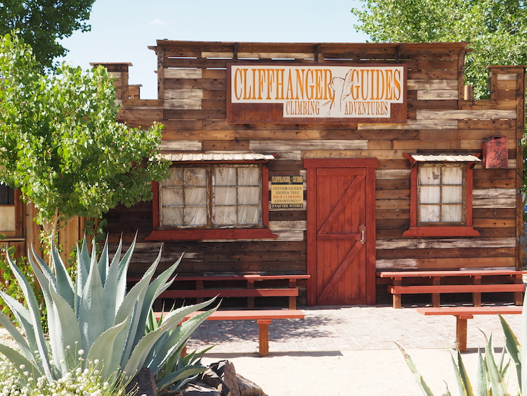Joshua tree national park tips saloon