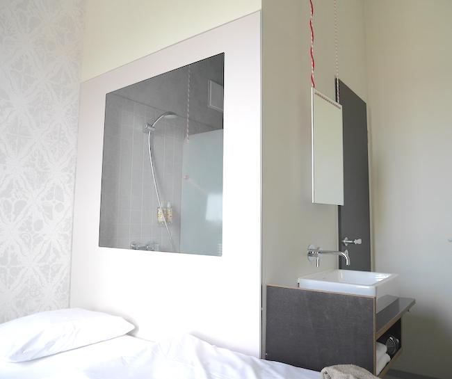 Kamer met douche michel berger hotel we are travellers - Kamer met douche in de kamer ...