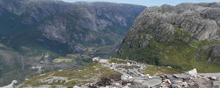 Kjeragbolten Boulder Noorwegen parkeerplaats
