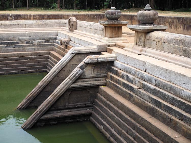 anuradhapura-Kuttam-Pokuna-sri-lanka