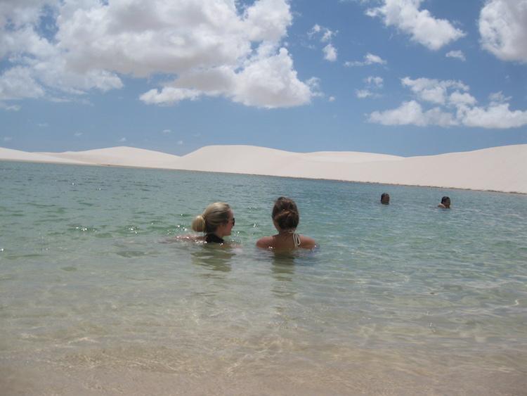 Lencois maranhenses zwemmen brazilie