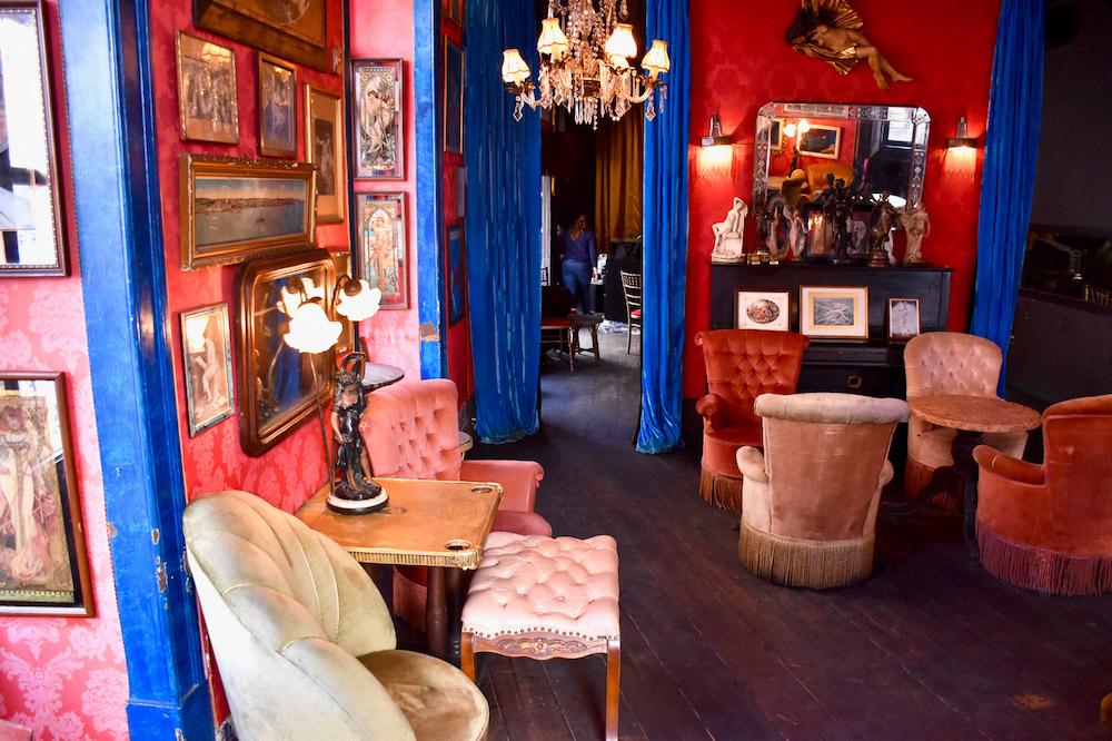 Lissabon bezienswaardigheden roze bar