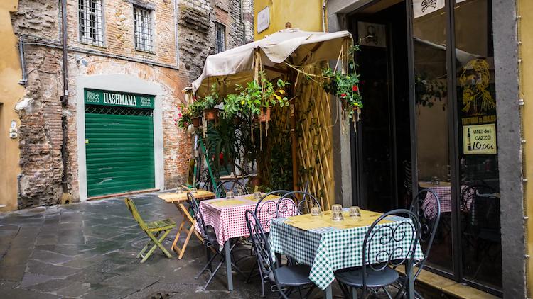 Lucca terrasje in italie cruise